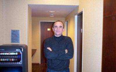 Peter Molyneux, sein Laptop, mein Kaffee und ich
